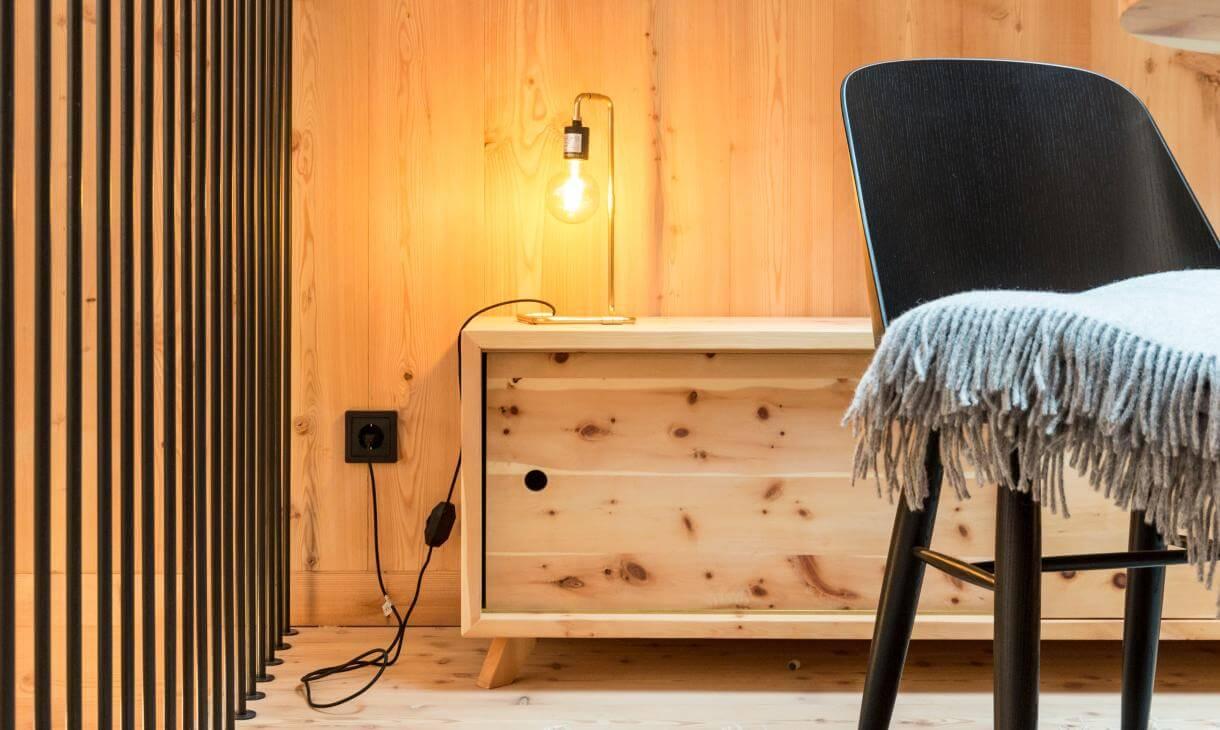 chalet juniorsuite camera alta con balcone vista odle. Black Bedroom Furniture Sets. Home Design Ideas